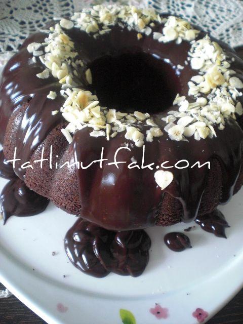 Cikolata Soslu Findikli Kek 2